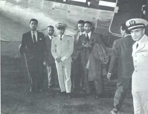 22 octobre 1956: L'interception du DC-3 de Ben Bella par l'aviation française Arrestation%20ben%20bella